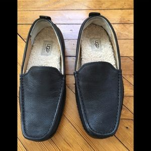 UGG men's black leather slippers loafers size 8